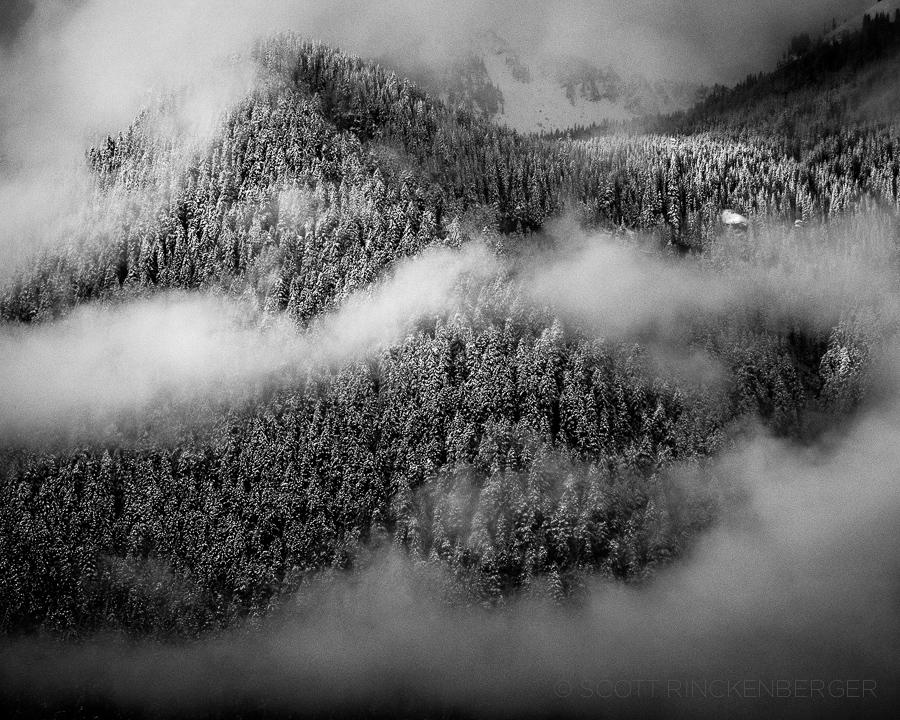 october-winter-arrival-snow-mount-rainier-national-park-washington-landscape